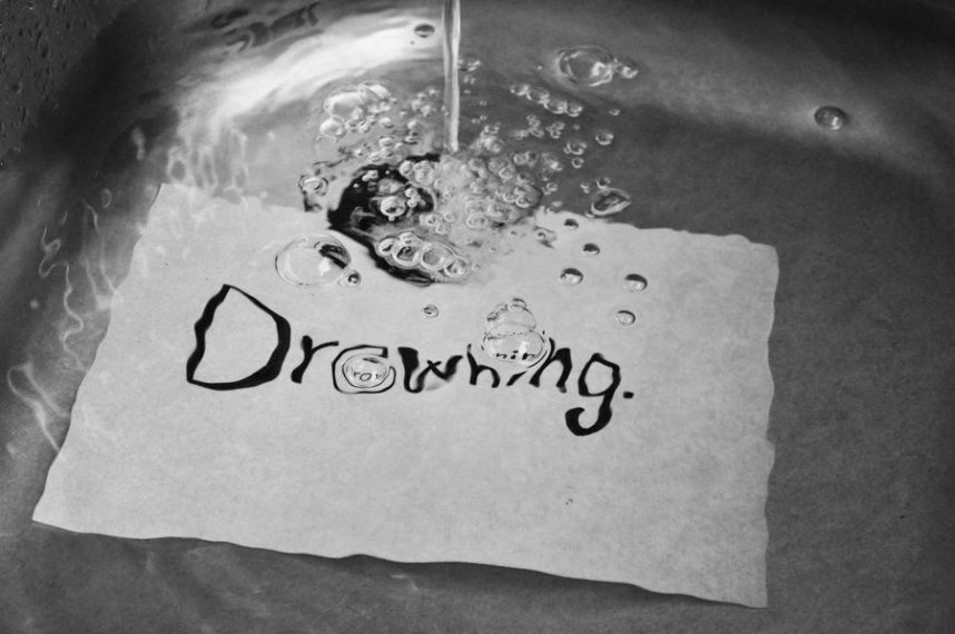 drowning__by_magggggg-d2xzbuu.jpg